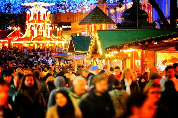 Birmingham ở Anh là một chợ Giáng sinh theo phong cách Đức điển hình, mở từ ngày 13 – 22/12.(Ảnh: BuzzFeed)