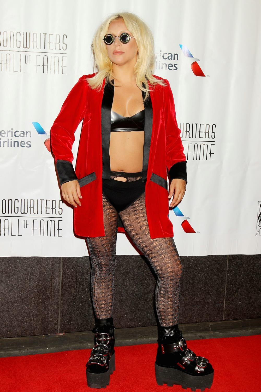 Laga Gaga quái dị đi nhận giải, Phạm Băng Băng trẻ trung dự sự kiện