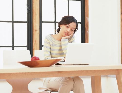 Chỉnh lại cho đúng: Laptop có nên đặt lên đùi?