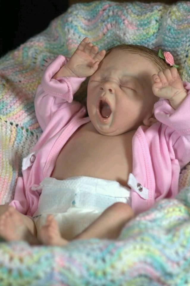 Ảnh vui: Muôn kiểu ngáp siêu đáng yêu của em bé.