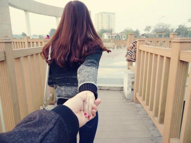 Nắm lấy tay em và chúng ta sẽ đi khắp thế gian