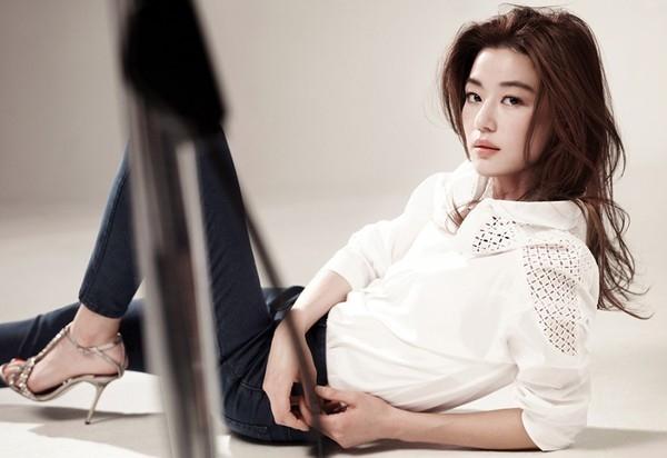 Jeon Ji Hyun xác nhận đang mang bầu 3 tháng