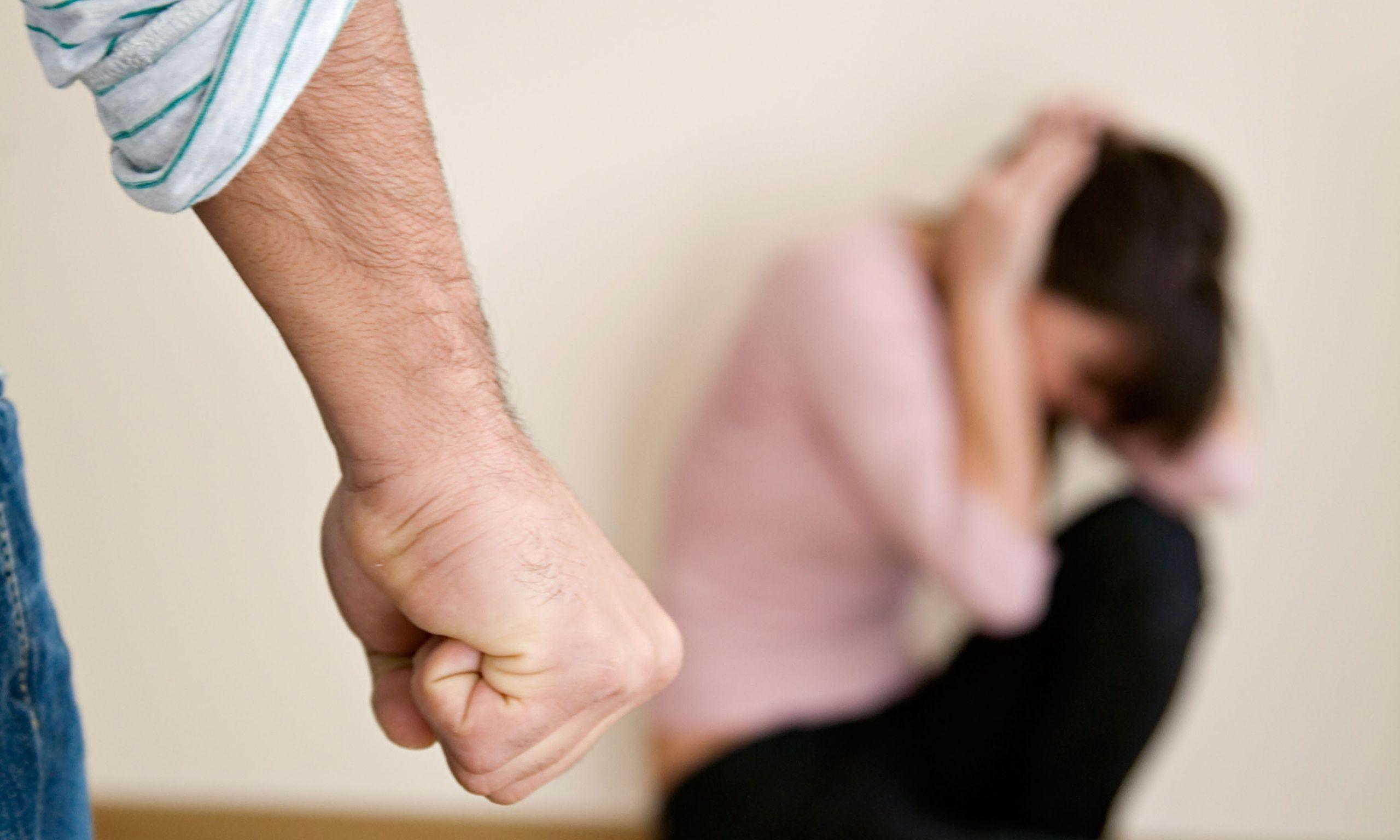 không sinh được con trai bị chồng đánh đập