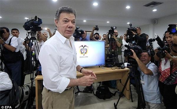 """Tổng thống Colombia nói về """"điều tuyệt vời"""" vừa tìm thấy. (Ảnh: EPA)"""