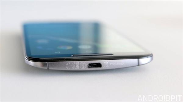 Kiểm tra những phần nhỏ bên trong cổng USB của thiết bị, dây cáp có thể đã không tiếp xúc tốt với sạc.