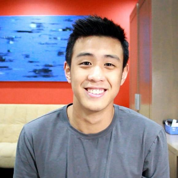 Gương mặt điển trai của HuyMe tạo sức hút cho những vlog của anh chàng.