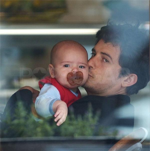 Những hình ảnh đáng yêu của cậu bé lúc mới ra đời. (Ảnh: Internet)