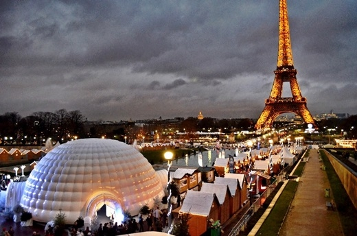 Lễ Giáng sinh của người Paris theo phong cách của người da trắng và người theo đạo Thiên Chúa.Mặc dù là một thành phố đa chủng tộc nhưng mọi thứ liên quan tới Giáng sinh ở Paris đều thiên về tập tục, văn hóa của người da trắng nhiều hơn.(Ảnh: Internet)