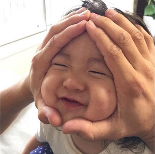 Tan chảy với những em bé có gương mặt hình