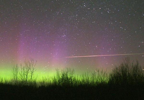 Có hiện tượng sao băng bay chậm, theo đường chân trời. (Ảnh: Internet)