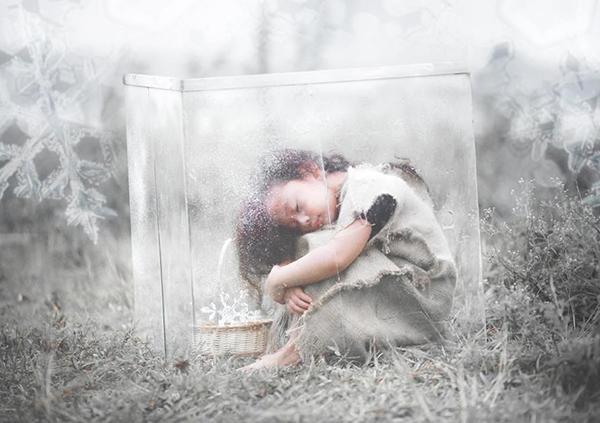 Cô bé sống trong một thế giới hoàn toàn tách biệt với mọi người. (Ảnh: Internet)