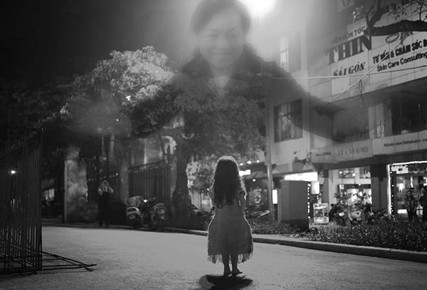 Rồi cô bé mơ về người mẹ hiền từ của mình. (Ảnh: Internet)