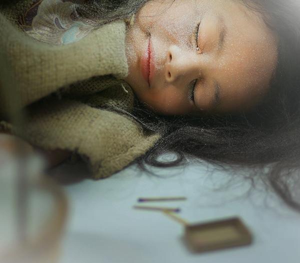 Một giấc ngủ yên bình,thực sự không còn nỗi buồn đãđến với cô bé. (Ảnh: Internet)