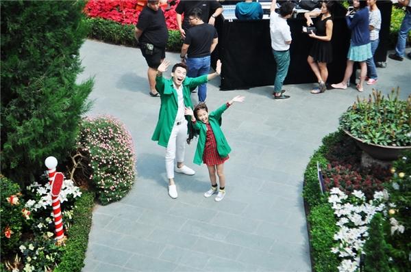 Bé Bảo Antinh nghịch chụp ảnhtạiGarden By The Bay, khu vườn lớn nhất Singapore với nhiều giống hoa trên toàn thế giới được trồng trong nhà kính khổng lồ. - Tin sao Viet - Tin tuc sao Viet - Scandal sao Viet - Tin tuc cua Sao - Tin cua Sao
