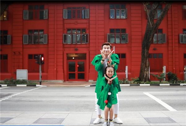 Chí Thiện – Bảo An rộn ràng đón Giáng sinh siêu đẹp ở Singapore - Tin sao Viet - Tin tuc sao Viet - Scandal sao Viet - Tin tuc cua Sao - Tin cua Sao