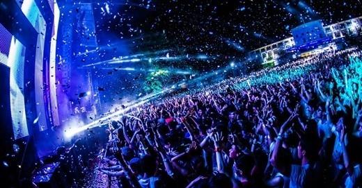 Các nghệ sĩ sẽ trình diễn trên sân khấu nổi độc đáo trên hồ Bán Nguyệt với những hiệu ứng âm thanh, ánh sáng hiện đại nhất!(Ảnh Internet)