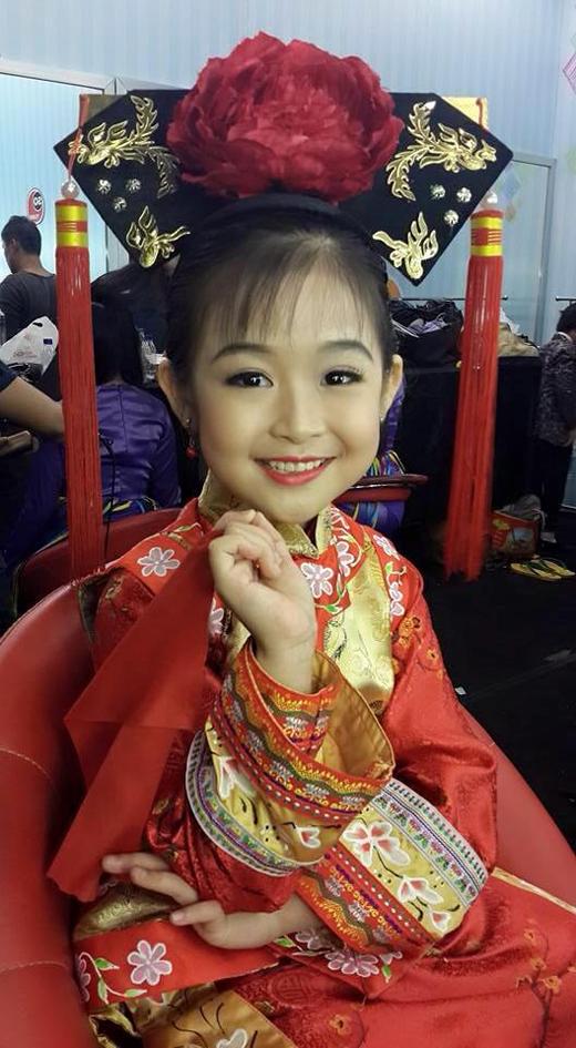 Hình ảnh đáng yêu của cô bé được cộng đồng mạng chia sẻ. (Ảnh: Internet)
