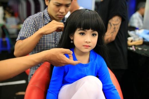 Những hình ảnh đáng yêu của cô bé trong chương trình Gương mặt thân quen nhí 2015. (Ảnh: Internet)