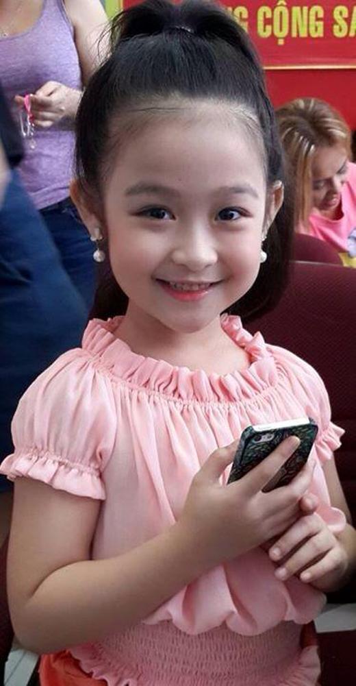 Cô bé vô cùng dễ thương và được dự đoán sẽ trở thành một trong những mĩ nhân khi trưởng thành. (Ảnh: Internet)
