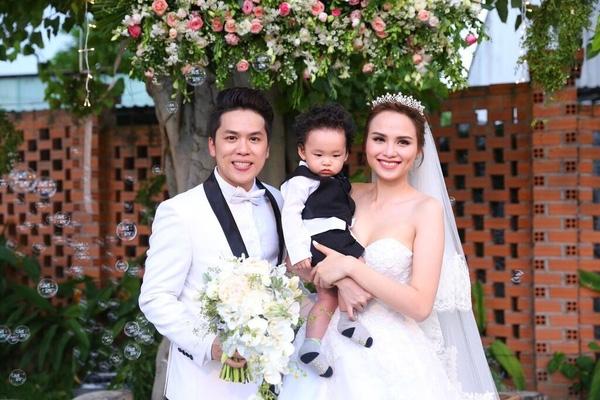 Vợ chồng Hoa hậu Diễm Hương rạng rỡ trong đám cưới bên cạnh con trai Noah. - Tin sao Viet - Tin tuc sao Viet - Scandal sao Viet - Tin tuc cua Sao - Tin cua Sao