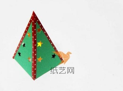 Trang trí Noel với ngôi nhà và cây thông phát sáng siêu đáng yêu