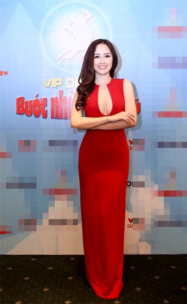 Hoa hậu Mai Phương Thúy lộng lẫy với chiếc váy đỏ gợi cảm. - Tin sao Viet - Tin tuc sao Viet - Scandal sao Viet - Tin tuc cua Sao - Tin cua Sao