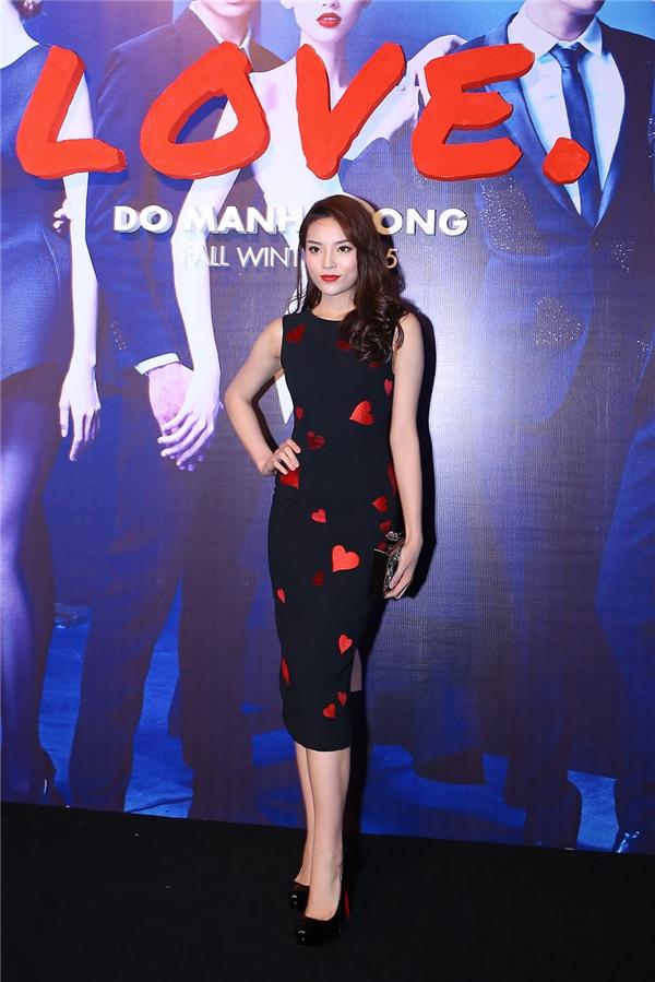 Trong thời gian gần đây, Hoa hậu Việt Nam 2014 Kỳ Duyên cũng bắt đầu bén duyên với nhà thiết kế họ Đỗ. Chính vì thế, Kỳ Duyên cũng là một nhân vật đáng chú ý trên thảm đỏ tối qua.