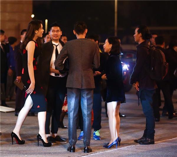 Sau khi đêm diễn kết thúc, Kỳ Duyên tranh thủ hội ngộ với các phóng viên từ TP.HCM ra Hà Nội. Cô nhận được không ít lời khen ngợi cho nhan sắc ngày càng mặn mà.