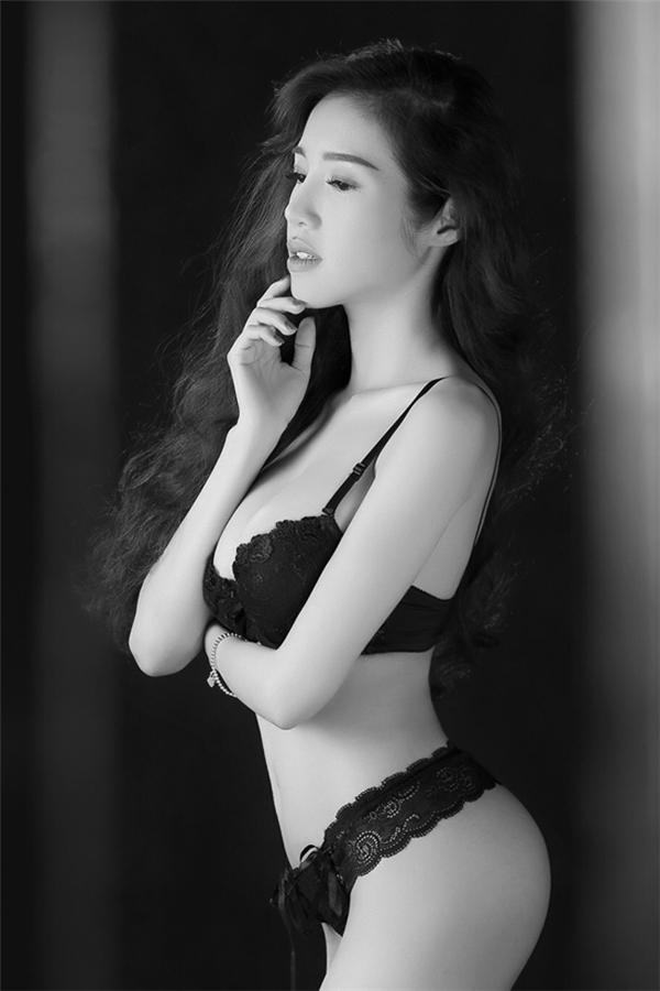 """Sau khi sinh Elly Trần vẫn giữ được vóc dáng nóng bỏng đã trở thành """"thương hiệu""""."""