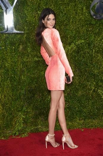 Kendall Jenner sở hữu chiều cao lý tưởng