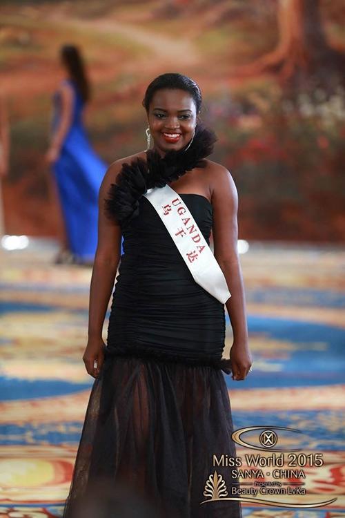 """Chiếc váy này càng làm vóc dáng của thí sinh Uganda vốn đã không được thon gọn càng thêm """"phì nhiêu"""""""