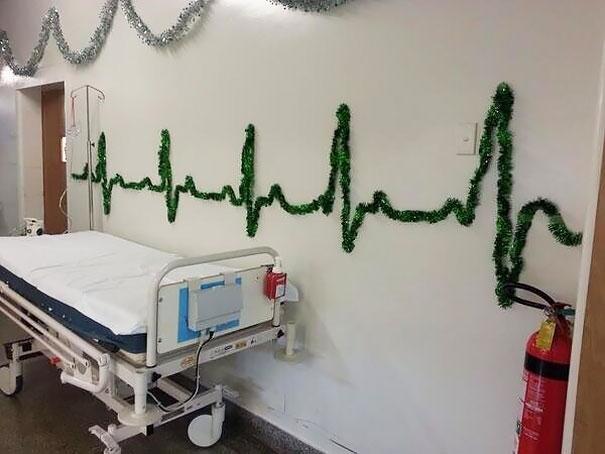 Khi nhịp tim được dùng làm cảm hứng trang trí Giáng sinh. (Ảnh: Bored Panda)