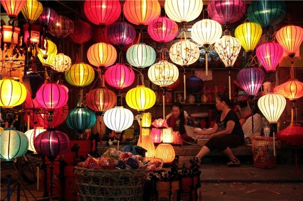 Là sự dung hòa giữa lối kiến trúc Nhật Bản, Trung Quốc và Việt Nam, phố cổ Hội An mang đến cho du khách khoảng không gian bình yên và những giá trị tinh thần không thể nào đong đếm được.(Ảnh: Internet)