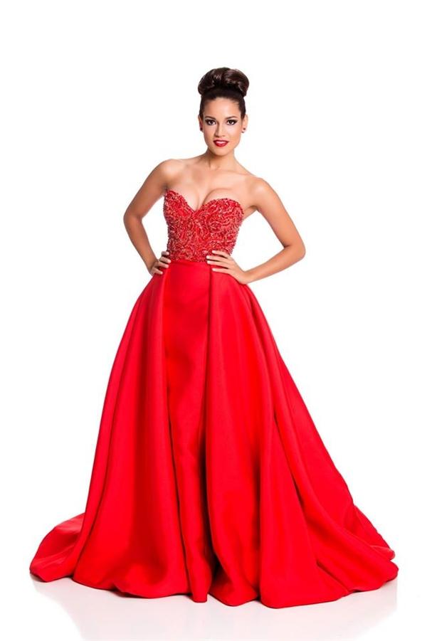 Trang phục màu đỏ được các thí sinh khá ưa chuộng bởi sự nổi bật, thu hút. Trong ảnh là đại diện của Agrentina. - Tin sao Viet - Tin tuc sao Viet - Scandal sao Viet - Tin tuc cua Sao - Tin cua Sao