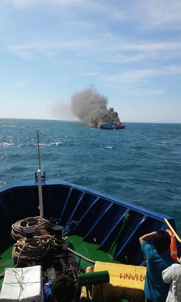 Rất may tàu khách Hưng Phát đã có mặt kịp thời cứu sống 7 thuyền viên gặp nạn.