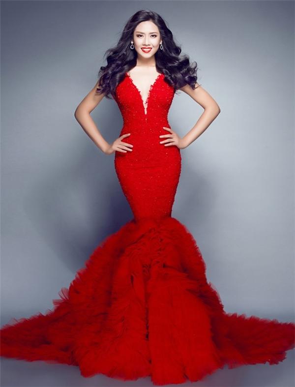 Năm 2014, bộ váy đỏ đuôi cá với chi tiết đính kết kì công của Nguyễn Thị Loan mới giúp đại diện Việt Nam thực sự được chú ý tại Miss World. Cô cũng sử dụng thiết kế này cho phần thi Top Model. Chung cuộc, Nguyễn Thị Loan dừng chân ở vị trí thứ 12 trong top 25.