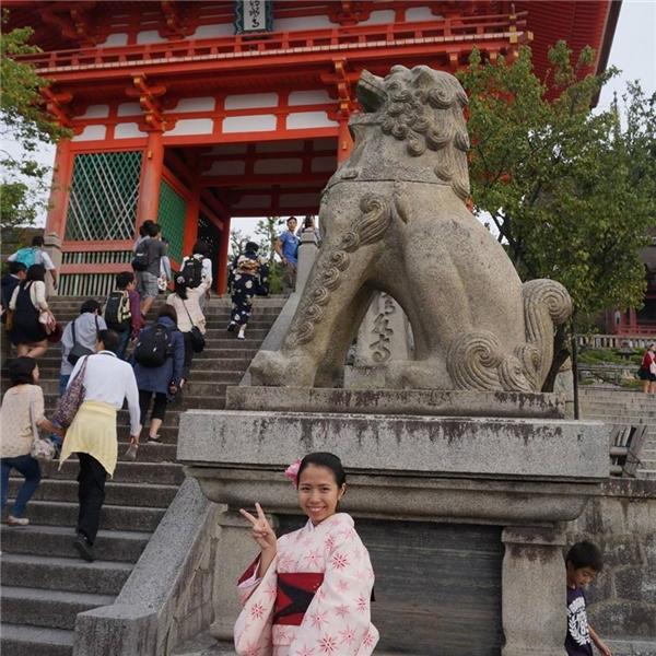 Giống như nhiều bạn trẻ đồng trang lứa khác, cô gái 18 tuổi rất yêu thích đi du lịch và khám phá. (Ảnh: Internet)