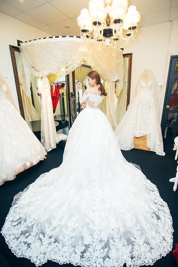 Cận cảnh váy cưới tuyệt đẹp của Diễm Trang. - Tin sao Viet - Tin tuc sao Viet - Scandal sao Viet - Tin tuc cua Sao - Tin cua Sao