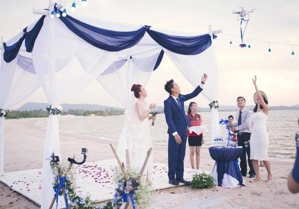 Flycam bất ngờ đưa nhẫn cưới đến cho cặp đôi. (Ảnh: Internet)