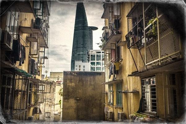 Tòa nhà Bitexco hiện lên dưới ống kính của nhiếp ảnh gia lại gợi nên cảm giáchoài niệm tới khó hiểu. (Ảnh: Internet)