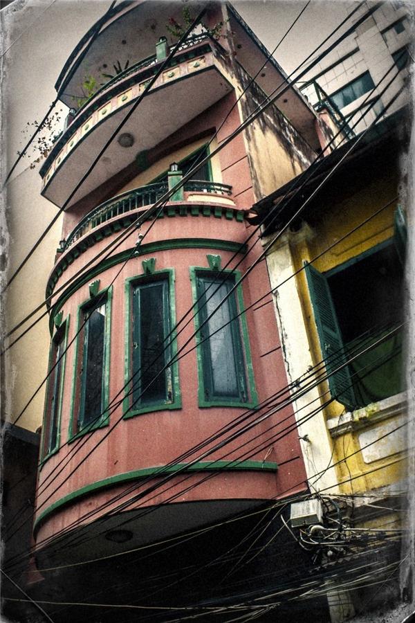 Ô cửa sổ cũng khiến người xem cảm nhận đượcsự yên bình và tĩnh lặng.(Ảnh: Internet)