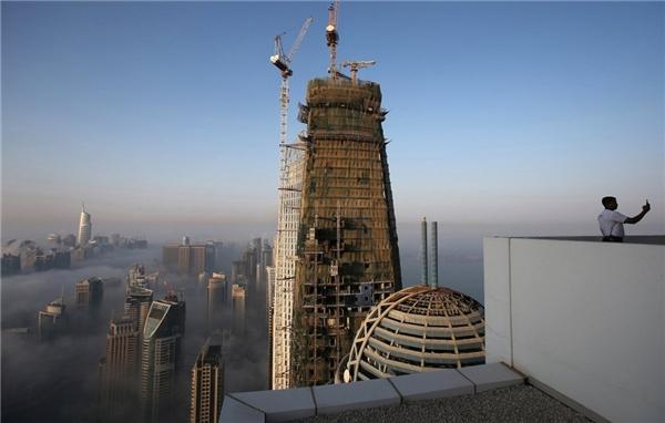 Những tòa nhà chọc trời ở Dubai không ngừng mọc lên. Nhân lực xây dựng chính ở Dubai chủ yếu đến từ Ấn Độ.