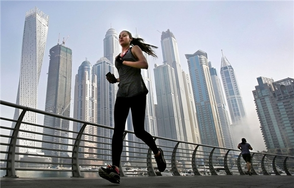 Nhiệt độ ban ngày ở Dubai hiếm khi xuống dưới 24 độ C, do đó rất thích hợp cho các hoạt động thể thao ngoài trời.