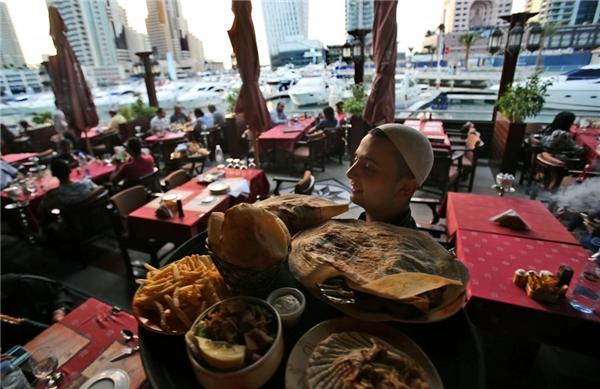 Dubai là nơi hội tụ của nhiều nền văn hóa, tạo nên một nền ẩm thực đa dạng, phong phú.