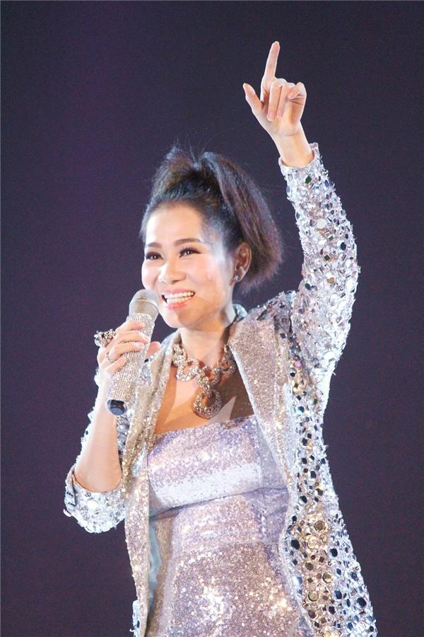 """Được mệnh danh là """"Nữ hoàng nhạc Dance"""", Thu Minh đã mang đến cho khán giả những giai điệu sôi động, bắt tai khiến ai ai cũng đều muốn nhún nhảy theo. - Tin sao Viet - Tin tuc sao Viet - Scandal sao Viet - Tin tuc cua Sao - Tin cua Sao"""