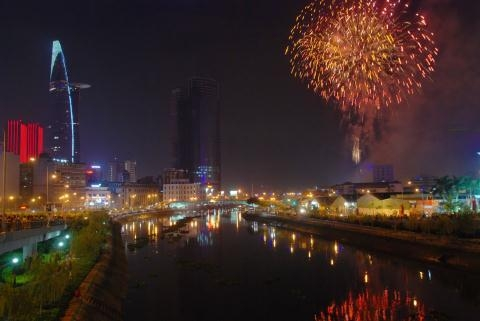 TP.HCM năm nay sẽ có 2 điểm bắn pháo hoa là tại đầu đường hầm sông Sài Gòn (quận 2) và công viên văn hóa Đầm Sen (quận 11).