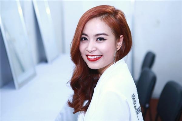 Nụ cười rạng rỡ của Hoàng Thùy Linh khiến nhiều khán giả mê đắm. - Tin sao Viet - Tin tuc sao Viet - Scandal sao Viet - Tin tuc cua Sao - Tin cua Sao