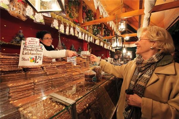 Christkindlesmarkt ấm áp và đông vui.(Ảnh: Internet)