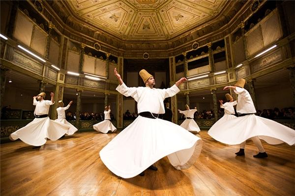 Kéo dài từ ngày10/12 – 17/12, lễ hội Melvana thu hút đông đảo du khách đến với Konya. (Ảnh: Internet)