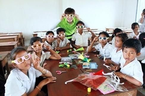 Tiền lương của giáo viên tham gia giảng dạy tại đây cũng do thành viên JYJ cung cấp.